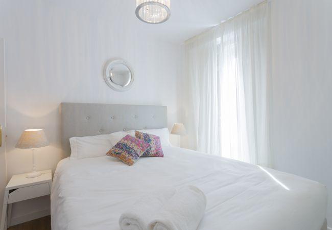 Apartamento en Madrid - Ático en el centro de Chueca! Totalmente equipado, con A/C e internet!
