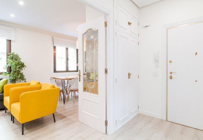 Apartamento en Madrid - Amplio apartamento para 10 personas! Totalmente equipado, con A/C e internet!