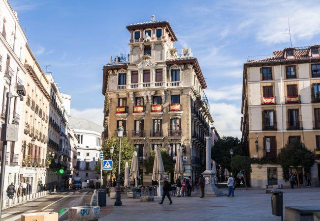 Apartamento en Madrid - Bajo con capacidad para 6 pax con AC e internet incluido en pleno centro!