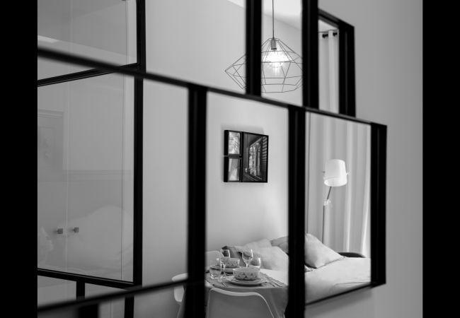 Estudio en Madrid - Estudio para 3 personas con balcon, totalmente equipado, con A/C e internet. En el centro de Madrid!