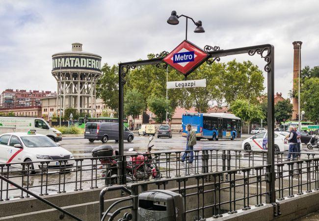 Apartamento en Madrid - Bajo totalmente equipado con A/C e internet situado delante de Matadero!