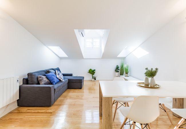Apartamento en Madrid - Ático de diseño para 6 personas en Puerta del Sol! Totalmente equipado, con A/C e internet