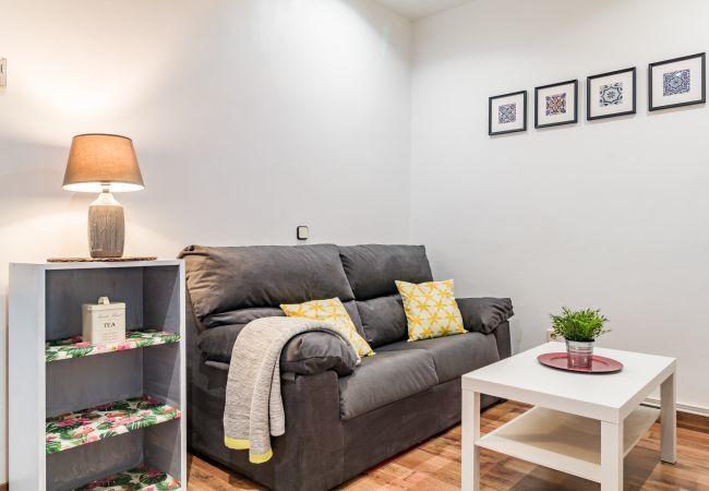 Apartamento en Madrid - Bajo con calefacción e internet. Totalmente equipado