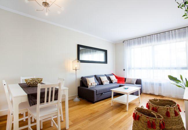 Apartamento en Madrid - Piso totalmente equipado con A/C, internet, piscina, etc!