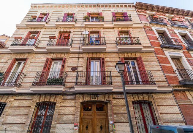 Apartamento en Madrid - Amplio piso ubicado para 8 personas al lado de la Plaza Mayor!
