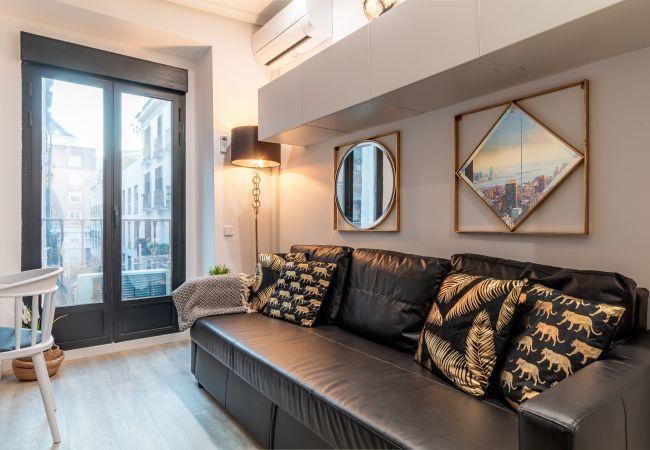 Apartamento en Madrid - Apartamento en Gran Via! Totalmente equipado, con A/C e internet!