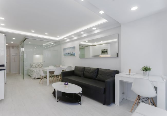 Apartment in Madrid - Studio with terrace and rooftop pool in Salamanca neigborhood. Full equipped, with A/C and internet