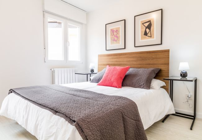 Apartment in Madrid - 2 bedroom apartment with 2 bathrooms, fully equipped, with A/C and internet. At Puerta del Sol!