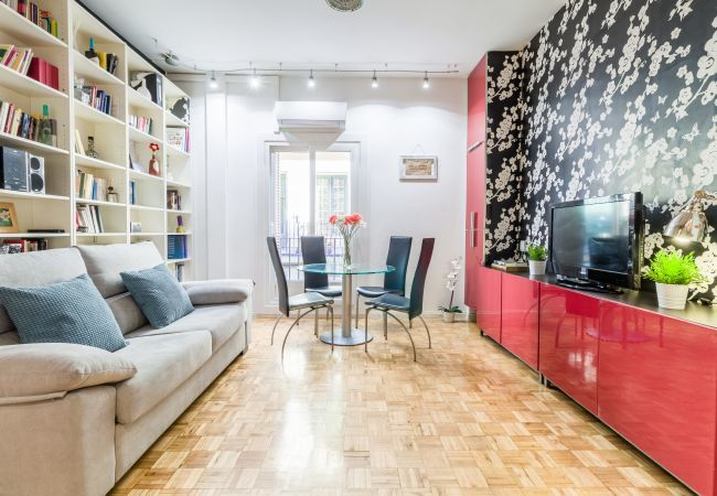 Apartment in Madrid - Apartment for 4 people, full equipped, with A/C and internet. Next to Plaza de España!