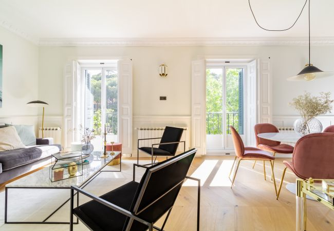 Apartment in Madrid - Luxurious apartment with 3 bedrooms at Retiro Park. Full equipped, with A/C and internet